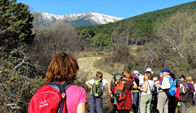 Beneficios cuando practicas senderismo: Te hace más sociable, mejorando tus habilidades sociables